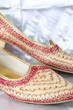 2271. Индийская национальная обувь
