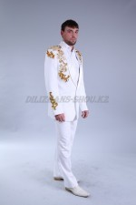 1642r. Мужской белый костюм с вышивкой