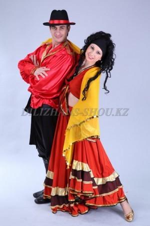 Цыганские народные костюмы