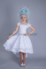 5095. Снегурочка в кружевном платье со шлейфом
