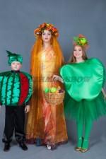 5619. Принцесса Осень - мама. Дети в костюмах фруктов.