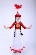 33280. Казахская красавица в красном