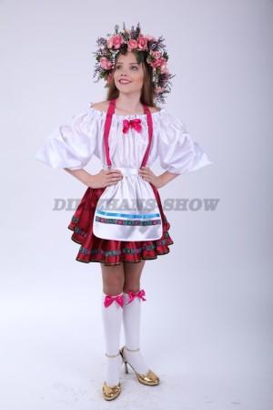 Немецкий костюм для девочки с веночком