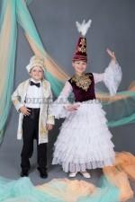 5644. Казахские костюмы для ведущих